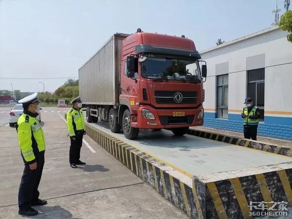 超载一吨罚5万还终身禁驾国外对待超载可狠太多了!