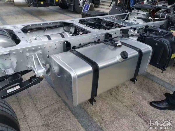 车市速看:铝合金车架上身这台轻卡底盘可降重近400公斤!