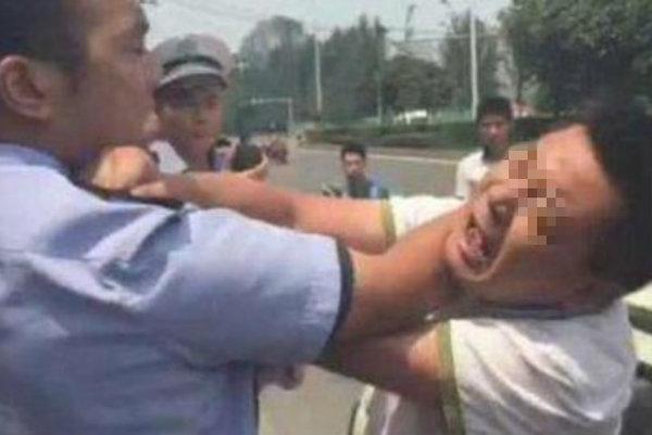 公安部长:建议在刑法中单独增设袭警罪