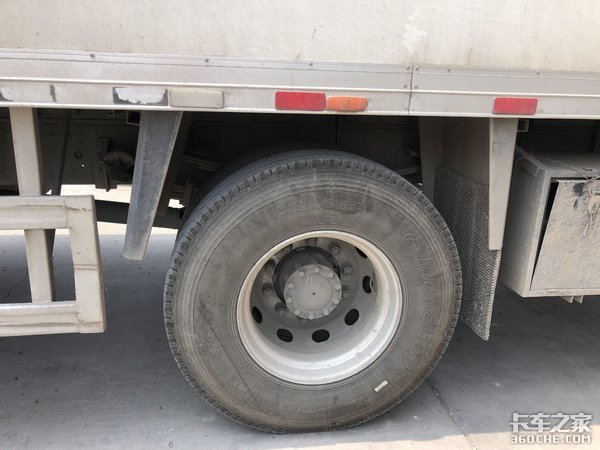 省内拉冷链,比4X2车型装货更多,司机:这台6X2小三桥冷藏车真香
