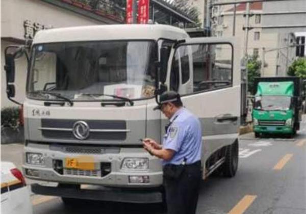记3分罚200、企业也要担责!上海浦东、黄浦联手严查货车闯禁行