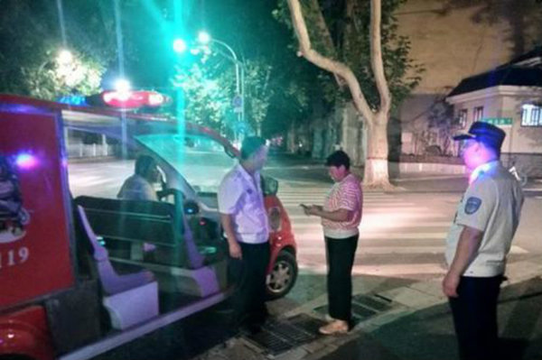 卡友夫妻夜间送货迷了路结果收货人也不接电话凌晨在街头干着急