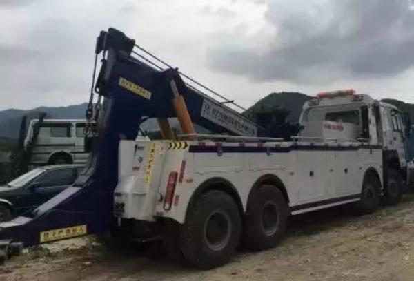 超载水泥罐车侧翻致9死事故:37名责任人被处理