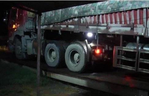记6分罚2000!总重149吨大货车夜间上路被查