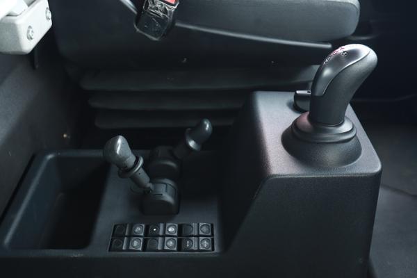 一路平安:红岩杰狮2020AMT牵引车多重保障护你安全