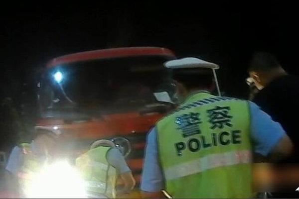 货车司机故意污损号牌交警:扣12分罚200驾照降级、车辆暂扣