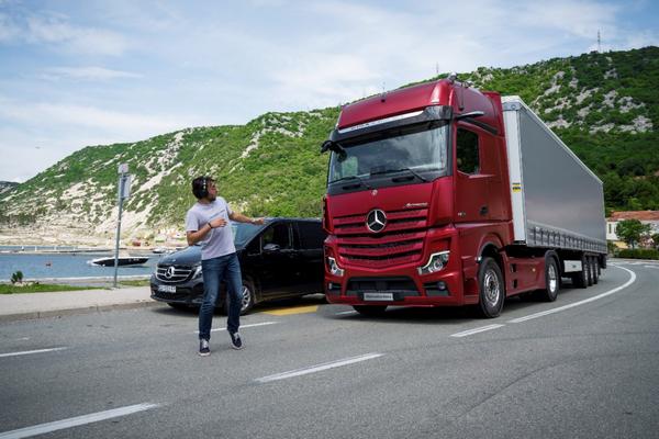 梅赛德斯-奔驰成都卡车中心揭幕第五代Actros公路牵引车登陆蓉城
