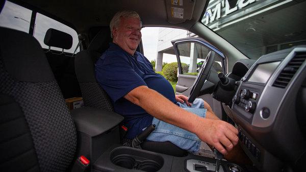 老哥开皮卡送货13年行驶160万公里日产:再送你一辆新车!