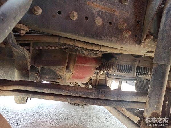 510马力福康+16挡采埃孚,实拍挂奔驰标的福田欧曼牵引车
