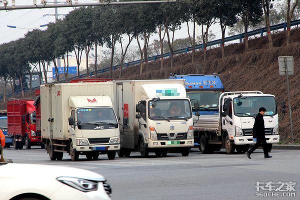 上海放开轻卡上高架限制:4米2卡友狂欢蓝牌价格恐暴涨