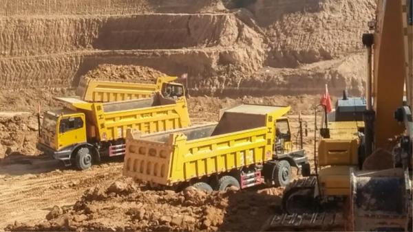 加购30台!徐工XG90非公路自卸车批量交付鄂尔多斯老客户!