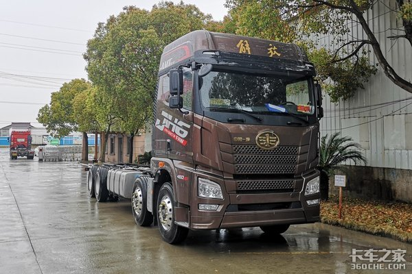 平地板驾驶室,只比手动挡贵8千,配AMT的JH6载货车值得一看