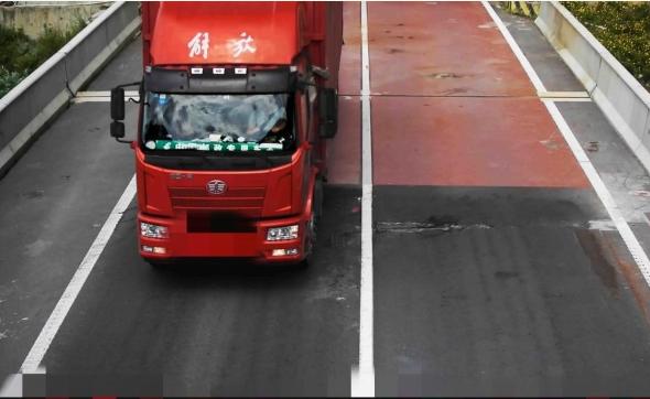 最高记12分罚200 雅康高速多辆货车违法