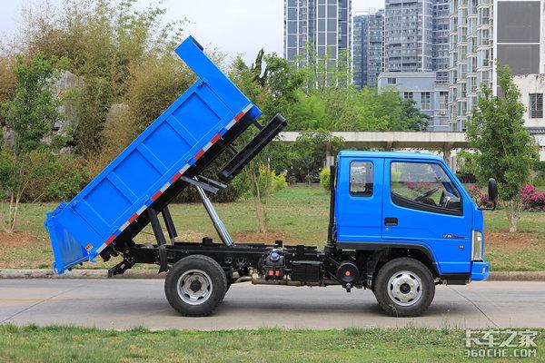 车市速看:身高不到2米1解放经典2系自卸下地库无压力