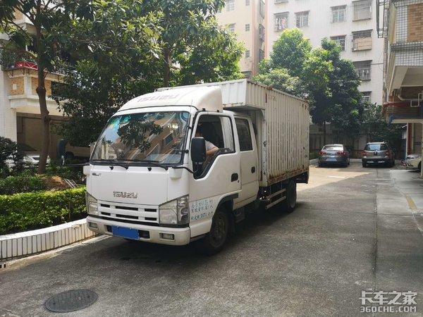 开着五十铃轻卡去搬家,装卸货比开车都累,城配司机太难了