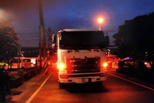 男子醉倒路中 被货车司机当垃圾袋辗死