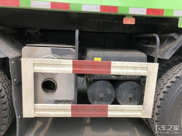 配康明斯X12工程发动机,欧曼8X4自卸车,建筑垃圾运输专用