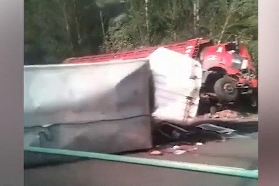 大货车时常发生侧翻事故简单说说这其中的原因