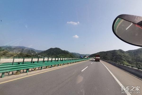 高速公路弯道多原来是为司机安全着想