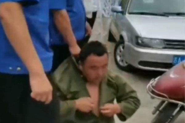 3名城管围殴货车司机官方通报:开除并拘留13日
