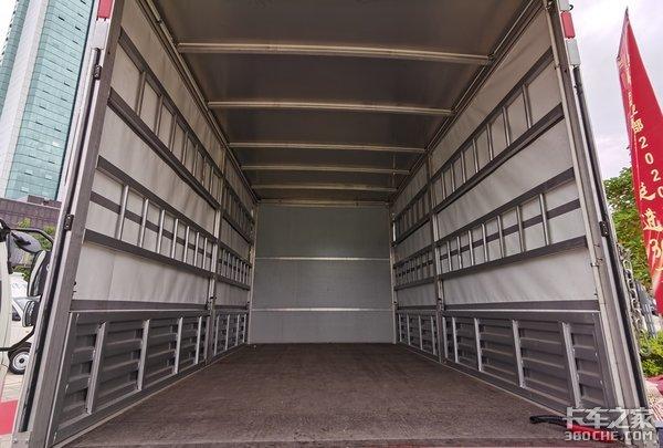 再也不用担心卸货麻烦了这款时代领航6自带液压尾板自重仅3.2吨