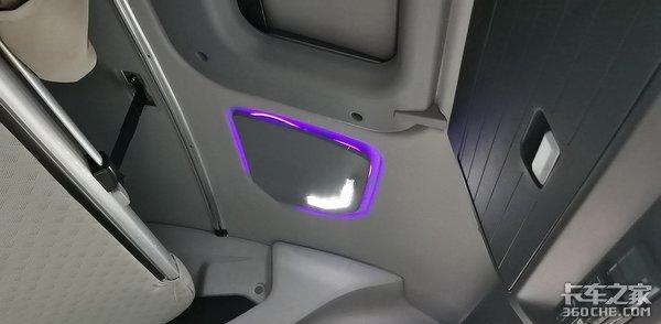 重汽黄河新车内饰再曝光氛围灯+卧铺操作面板躺在卧铺上就可以控制