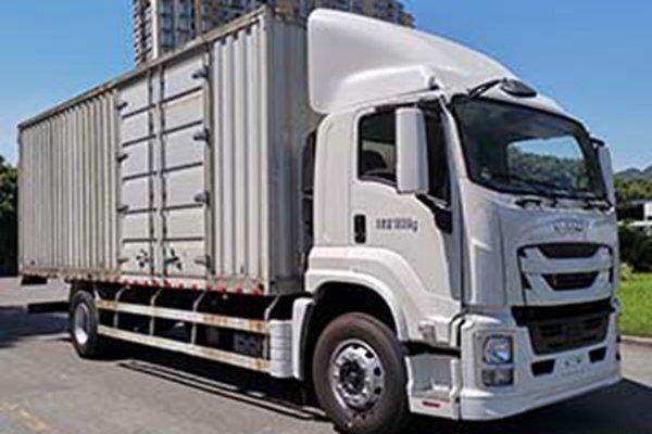 庆铃五十铃携9米6载货车强势回归看到这样的巨咖我的青春又回来了!