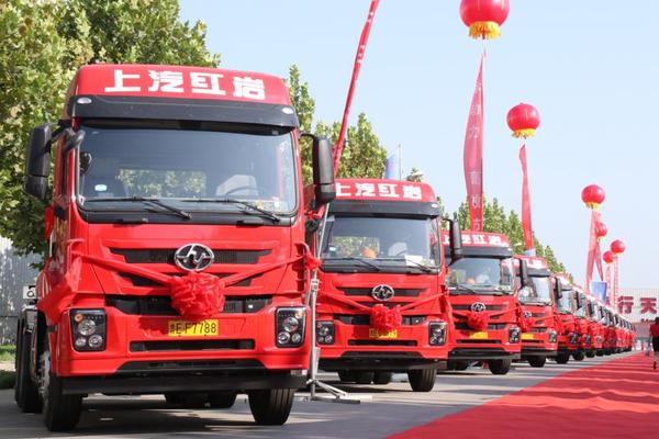 红岩杰卡港口牵引车批量交付山东客户助力智慧物流高质量发展