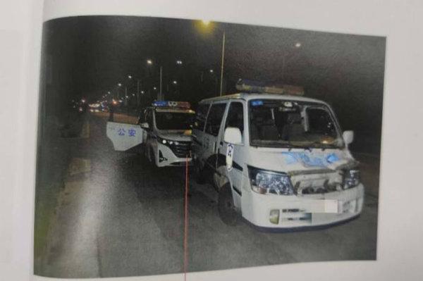 获刑一年!货车司机暴力抗法连撞四辆警车逃跑
