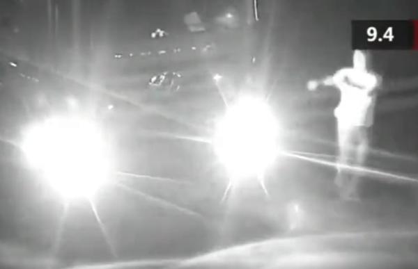 货车司机深夜路中央停车跳操:开了一天锻炼一下