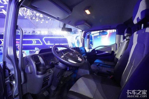 车市速看:气囊座椅+全液晶仪表东风凯普特星云版高调入场