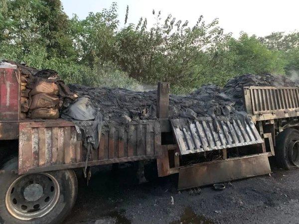 场面惊险运输32吨稀土的货车突然起火危运车如何防自燃?