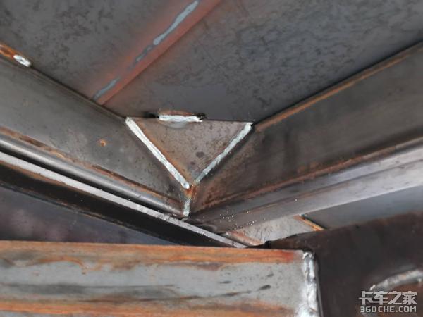 如何加固标箱侧翻半挂车常见的开焊点?