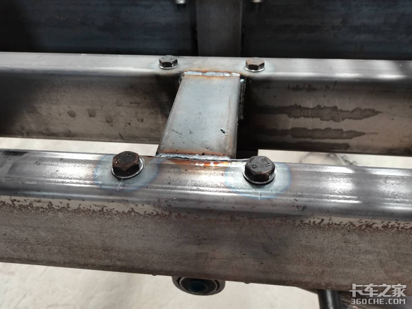 盘点标箱侧翻半挂车常见的开焊点,看看老司机是怎样加固的