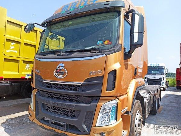 自重仅7.8吨,轻量化设计拉货更多,实拍柳汽乘龙H5牵引车