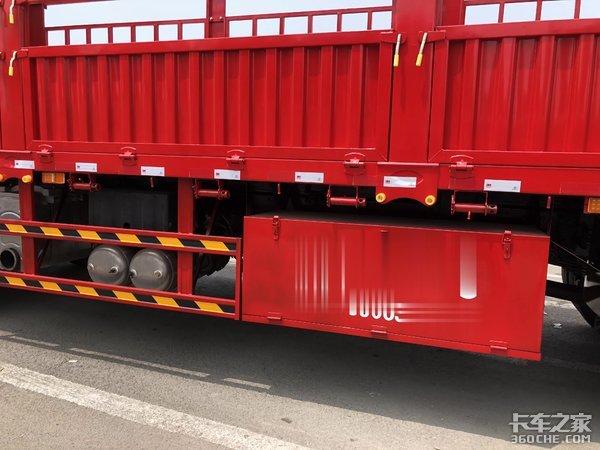 轻量化底盘配置,最多能拉14吨货,实拍东风天龙VL载货车