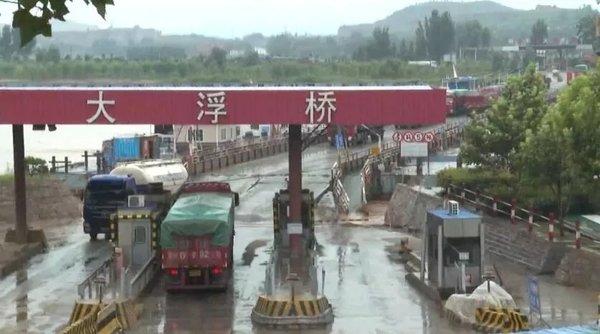 超载货车过黄河给钱就让走?司机:这边没人管的超点也没事