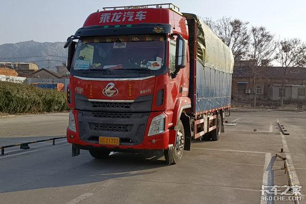 """光荣属于英雄的中国人民致敬逆行""""战疫""""的卡车司机"""
