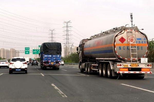 国庆中秋扎堆放假假期期间这些车禁行陕西高速