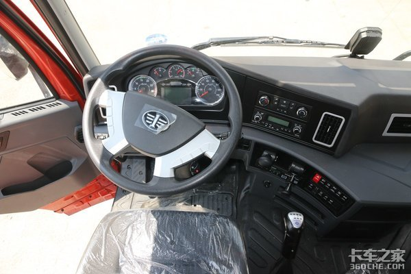 广西产的解放平地板牵引车460马力玉柴动力售28万8强调性价比