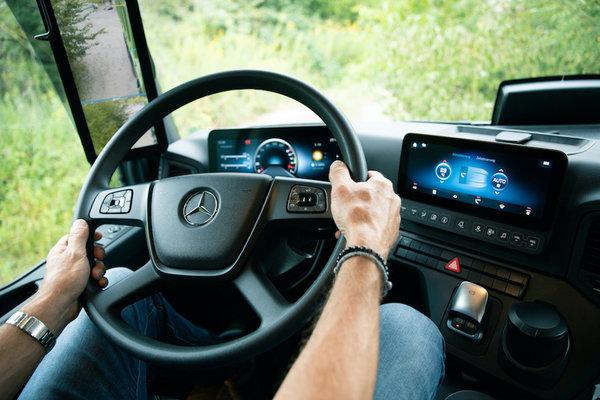 梅賽德斯-奔馳卡車創新技術與產品亮相