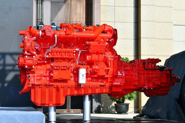 挑战更低运营成本!康明斯推出全新天然气国六重型动力解决方案