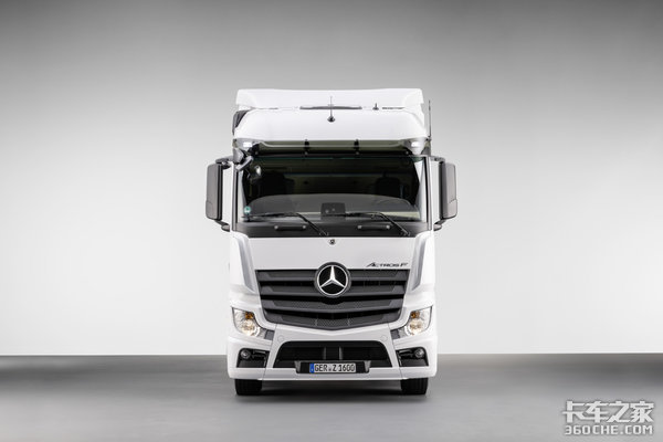 奔驰推ActrosF牵引车凸底板驾驶室直接对手将是FM和斯堪尼亚G
