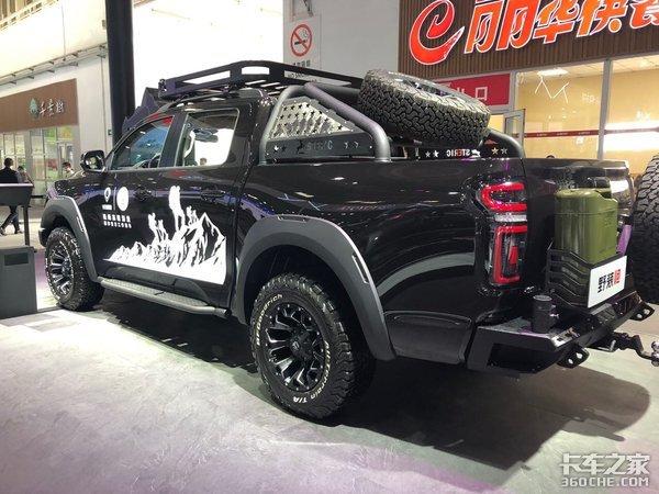 越玩越野!双备胎+副油箱的野装长城炮亮相北京车展