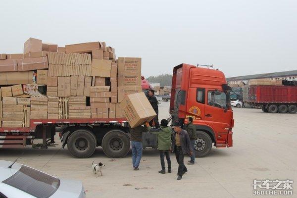 """袋装水泥湿个角就扣整包运费,卡车司机如何能不被""""薅羊毛""""?"""