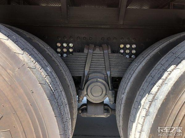 465马力+1000L油箱,东风天龙8x4载货车跑长途妥妥的