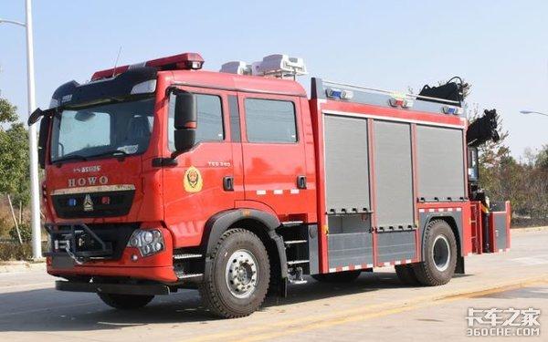 百万级进口消防车奔驰和曼谁更豪华?