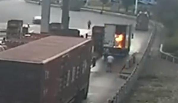 货车起火司机烧伤拒绝就医原因太心酸