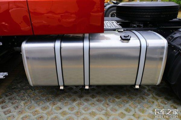安全可靠的大气长头乘龙T5牵引车图解