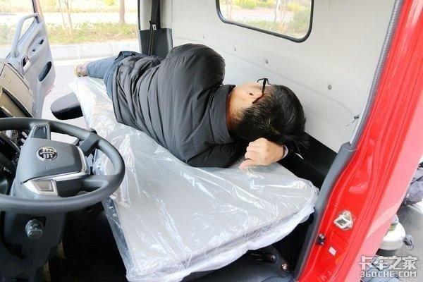 单排轻卡跑长途不必为睡觉发愁,这4款车自带大卧铺